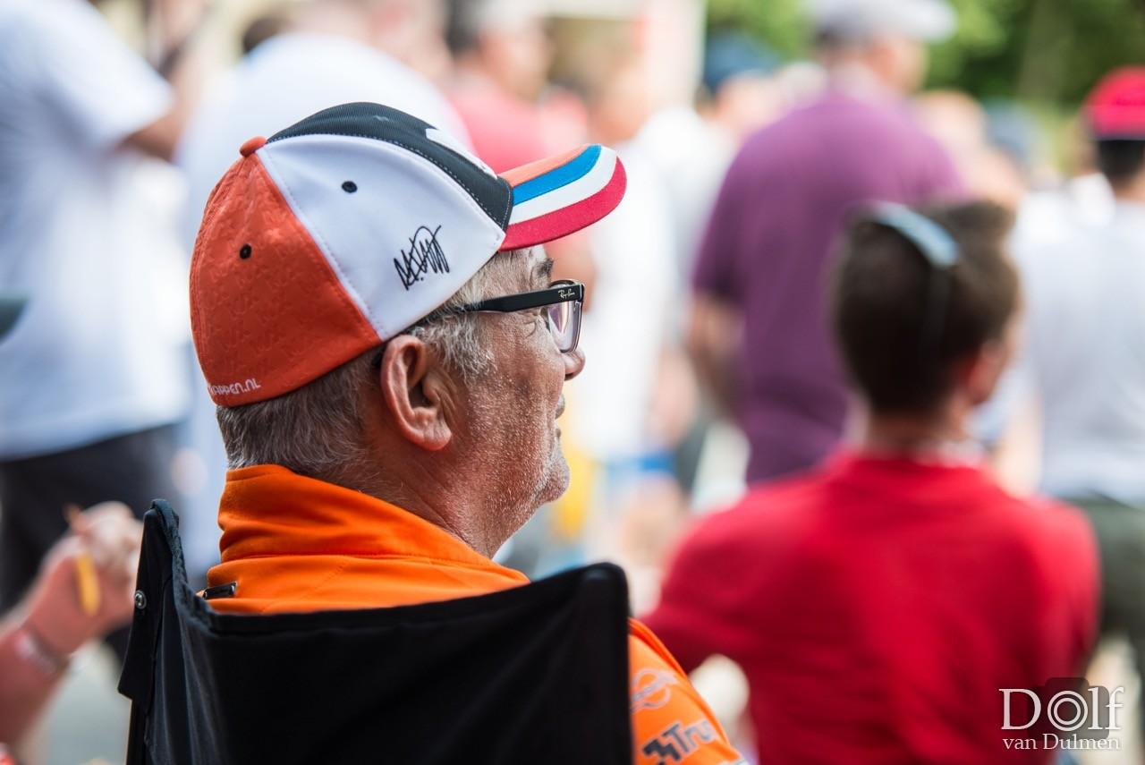 * WATCHING THE RACE *   Opnames in het publiek tijdens de F1 race op Spa.