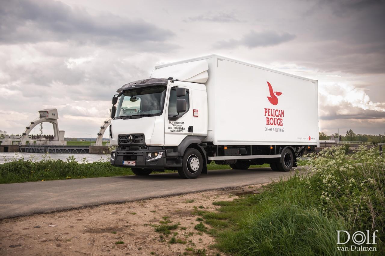 * BELGIE 10 *  Mooie nieuwe Renault truck voor onze Belgische vestiging. Op z'n betuws vastgelegd :)